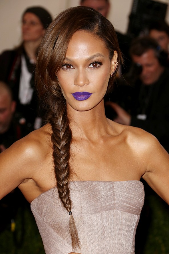 joan smalls rouge a levres violet